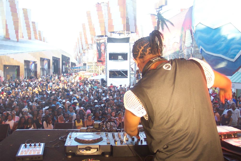 La plus grande discothèque d'Afrique (2) – RFI Musique