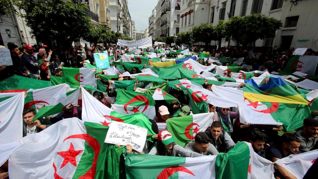 Algérie, les chants des stades résonnent désormais de partout